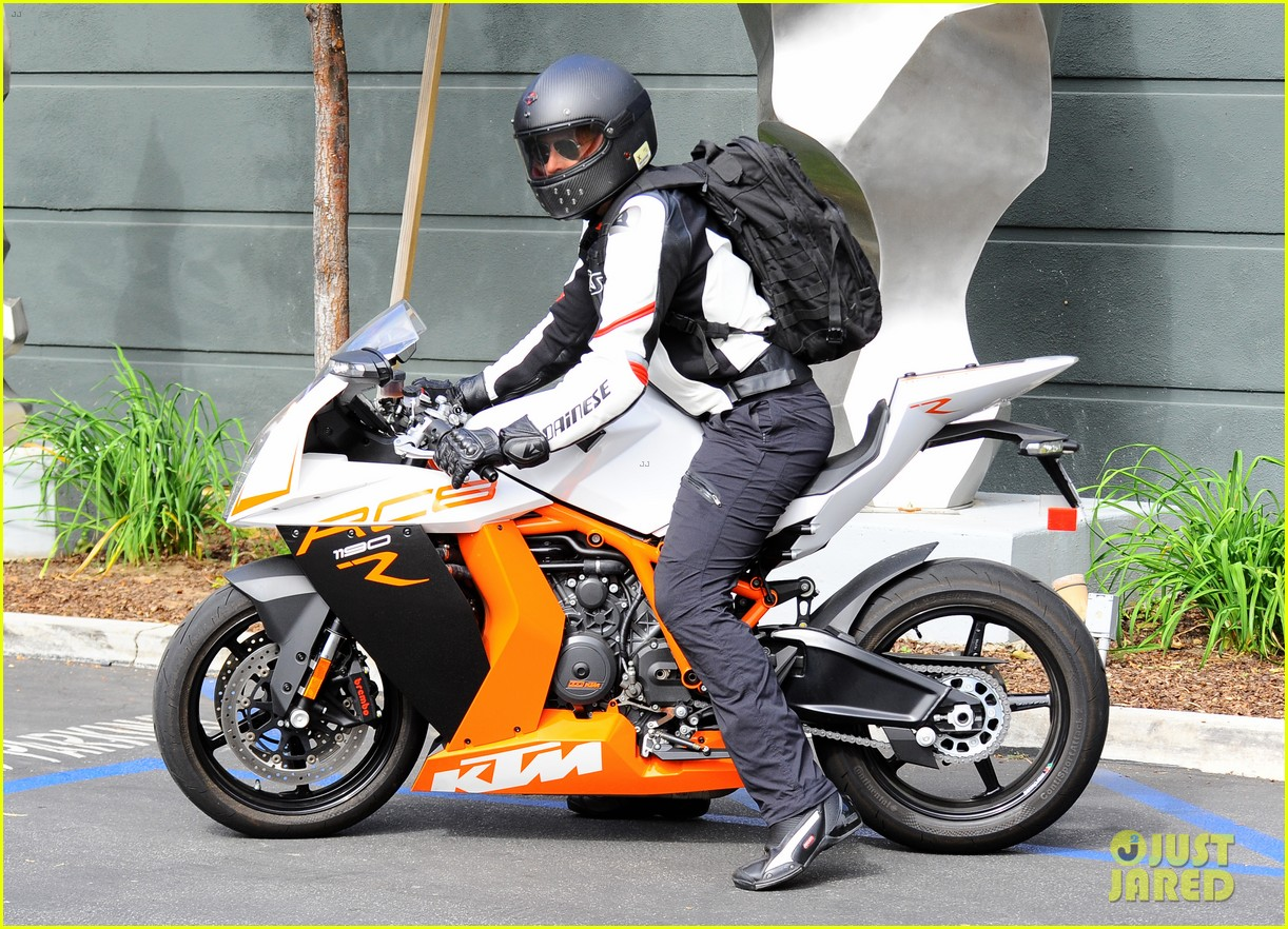 bradley cooper goes incognito in his motorcycle gear 243141754