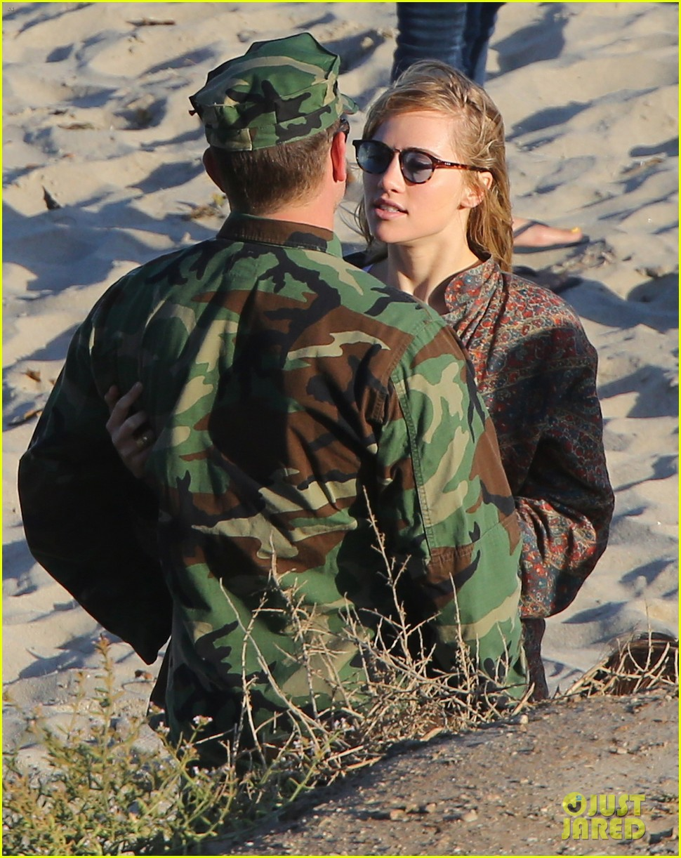 bradley cooper suki waterhouse show off a ton of pda 193128507