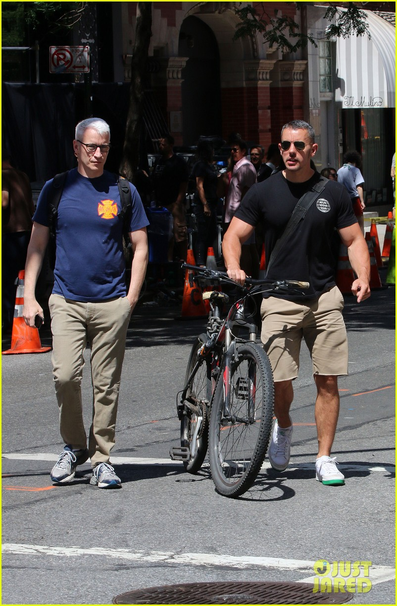anderson cooper steps out with boyfriend after vagina segment 023144171