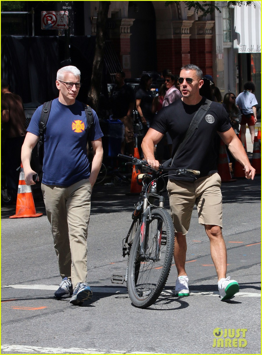 anderson cooper steps out with boyfriend after vagina segment 063144175