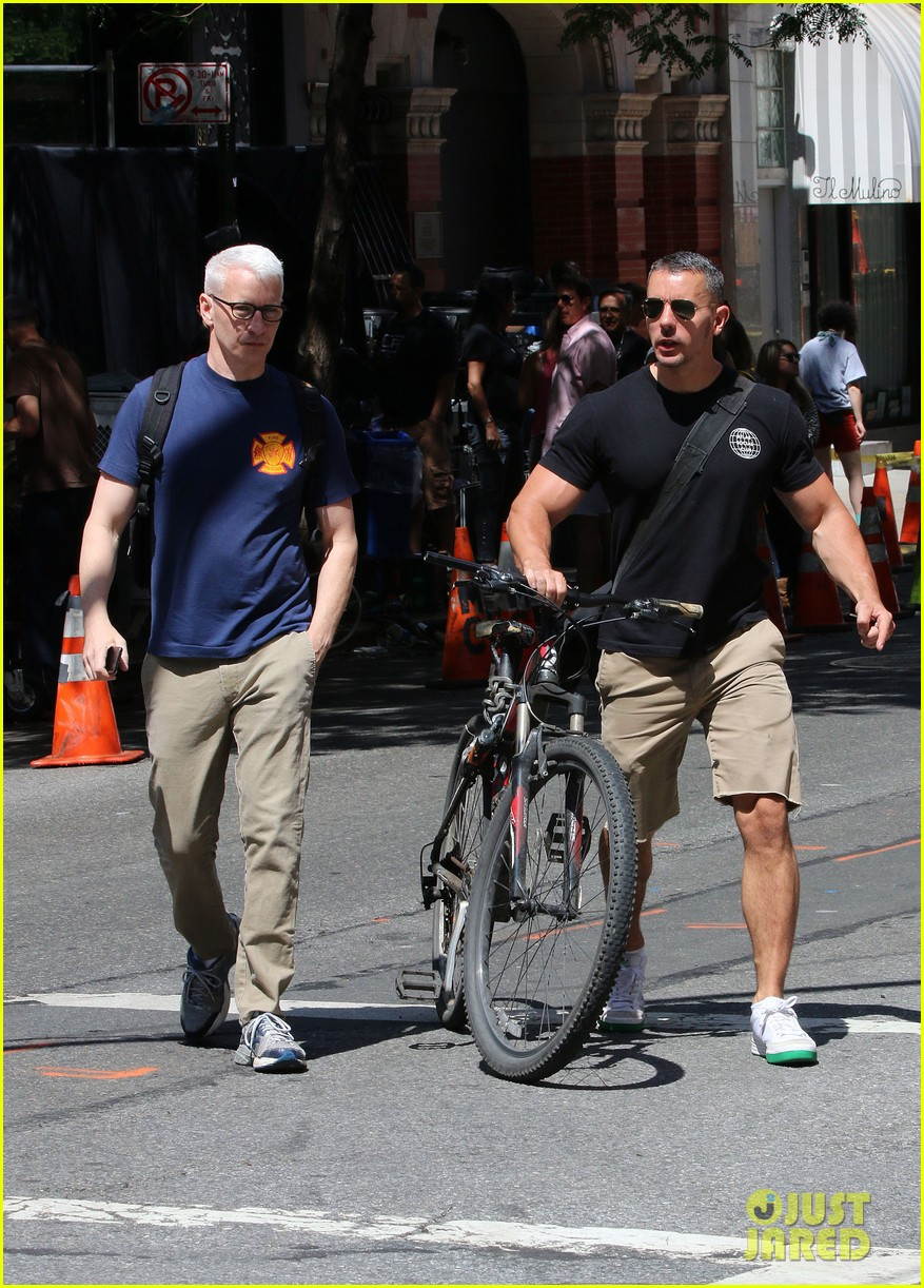 anderson cooper steps out with boyfriend after vagina segment 073144176
