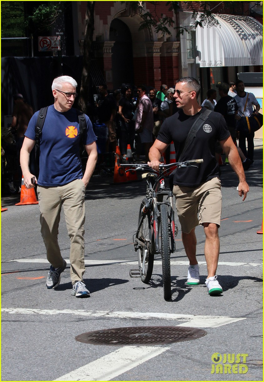 anderson cooper steps out with boyfriend after vagina segment 13