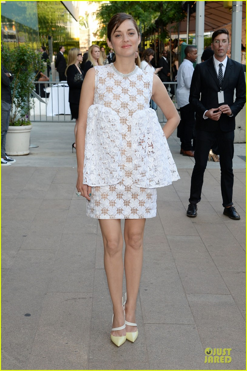 marion cotillard graceful at cfda awards 2014 063126786