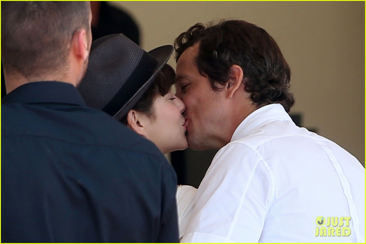 marion cotillard nervously watches guillaume canet compete 173135689