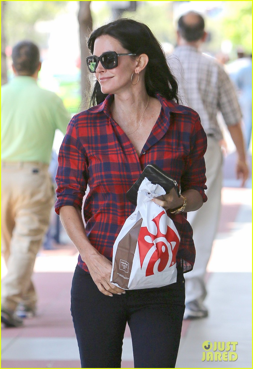 courteney cox meets up with her ex david arquette before her birthday 043134707