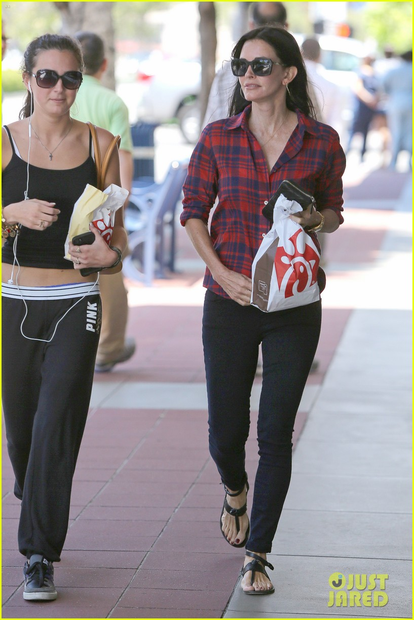 courteney cox meets up with her ex david arquette before her birthday 083134711