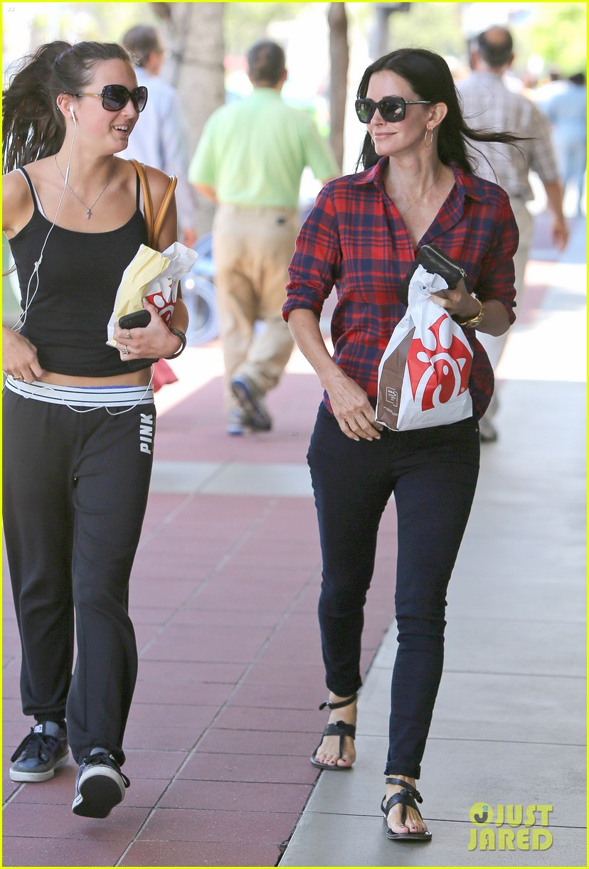 courteney cox meets up with her ex david arquette before her birthday 12