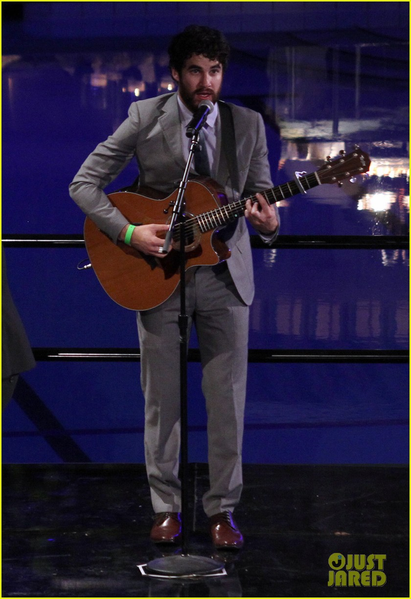 darren criss performs at wedding celebration prop 8 073145855