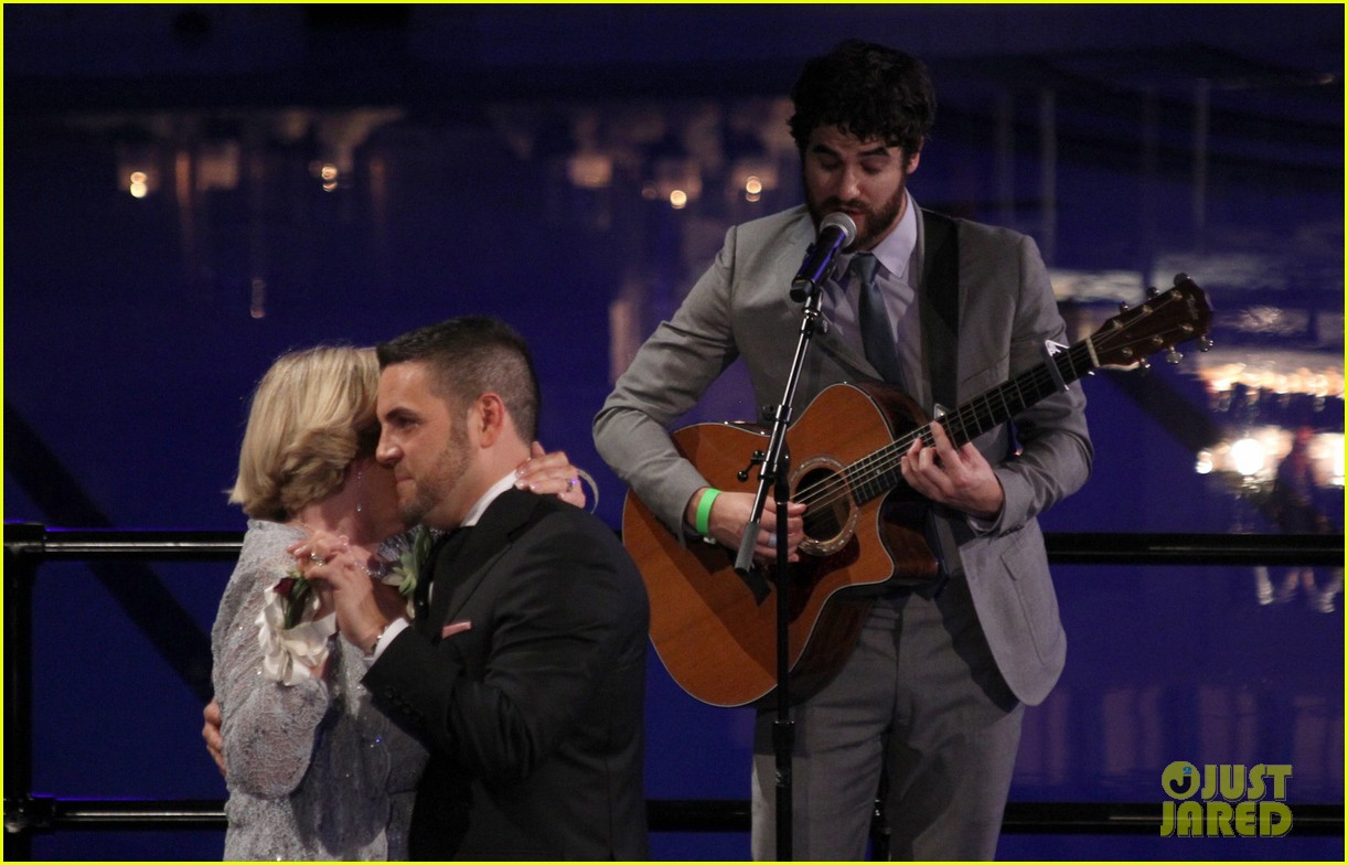 darren criss performs at wedding celebration prop 8 163145864