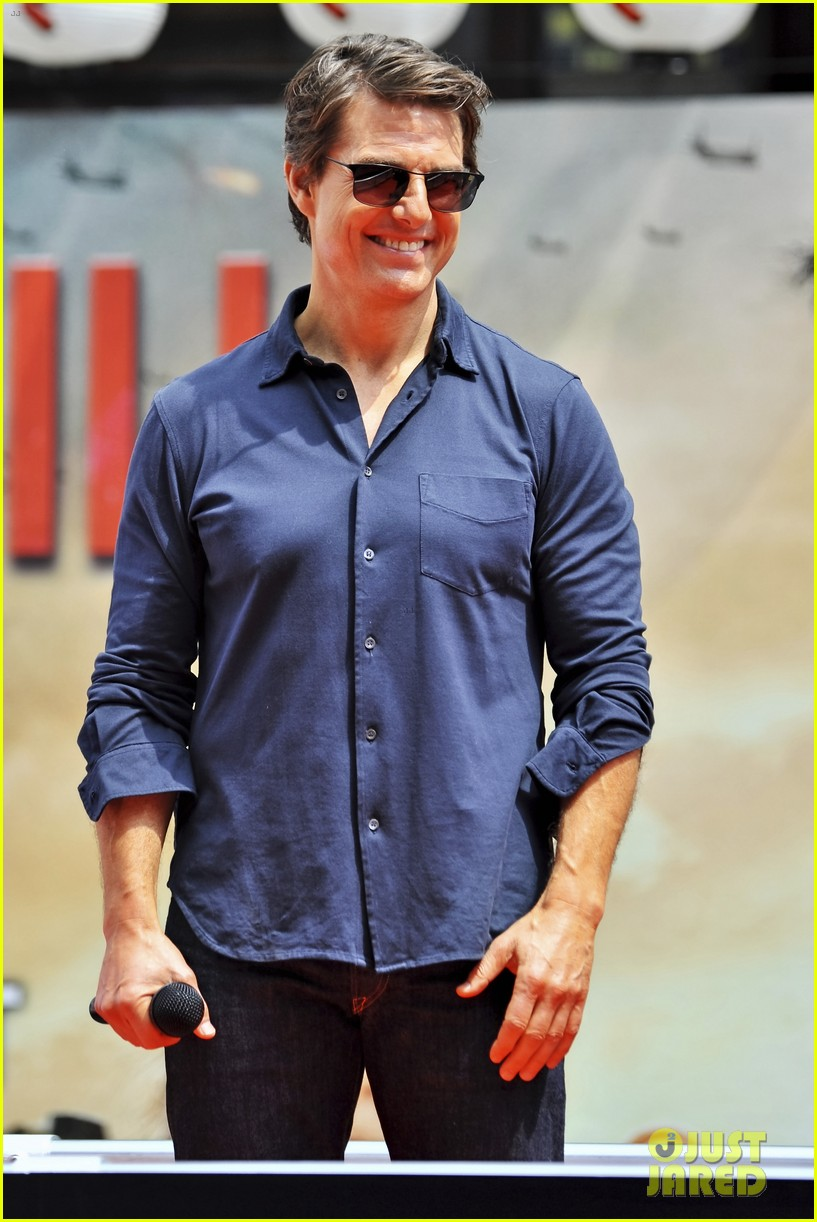 tom cruise is the happiest for edge of tomorrow japan photo call 023143651