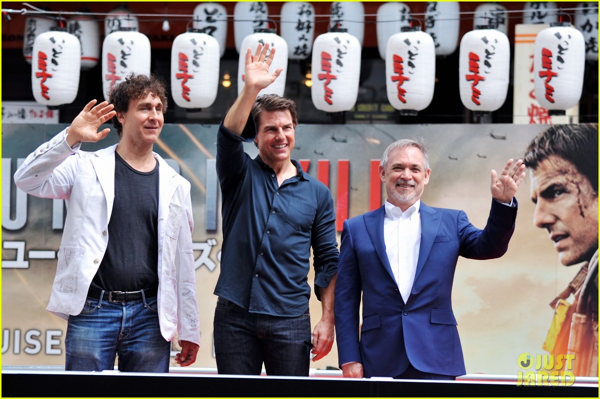 tom cruise is the happiest for edge of tomorrow japan photo call 093143658