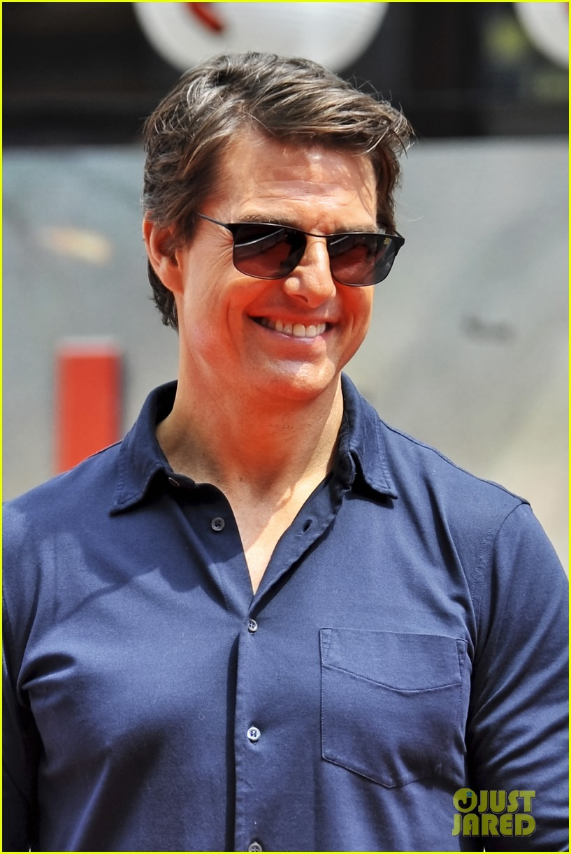 tom cruise is the happiest for edge of tomorrow japan photo call 113143660