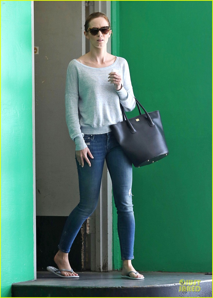 tom cruise emily blunt look hollywood 163127637