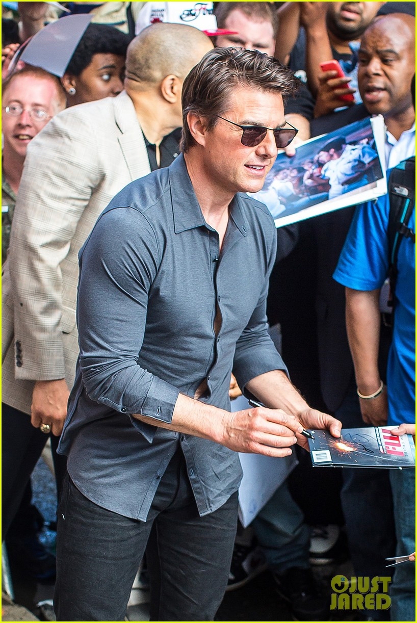 tom cruise watches one movie every day 093129198