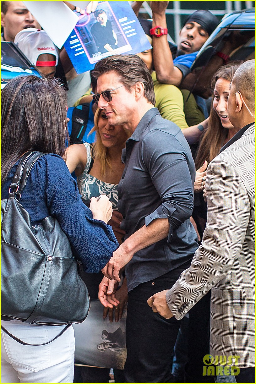 tom cruise watches one movie every day 123129201