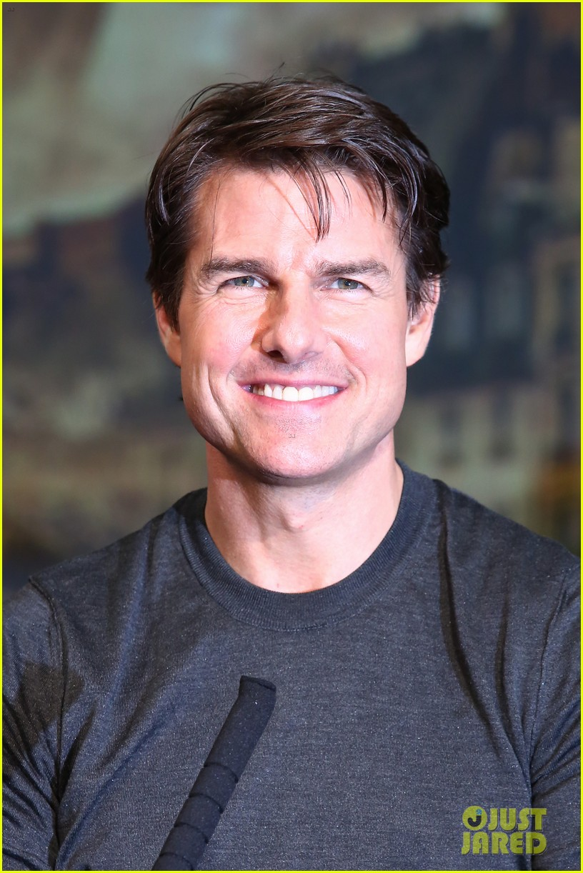 tom cruise joins edge of tomorrow director doug liman at tokyo press 013144567
