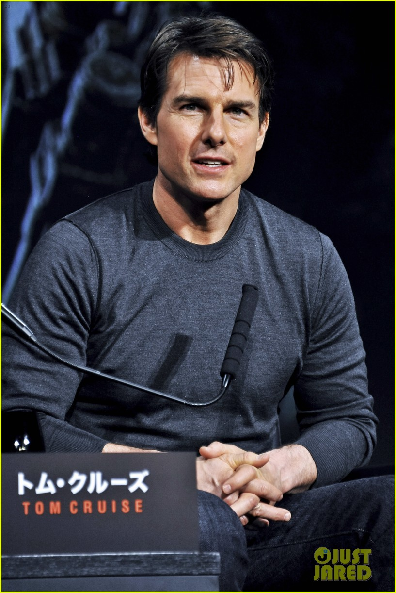 tom cruise joins edge of tomorrow director doug liman at tokyo press 063144572
