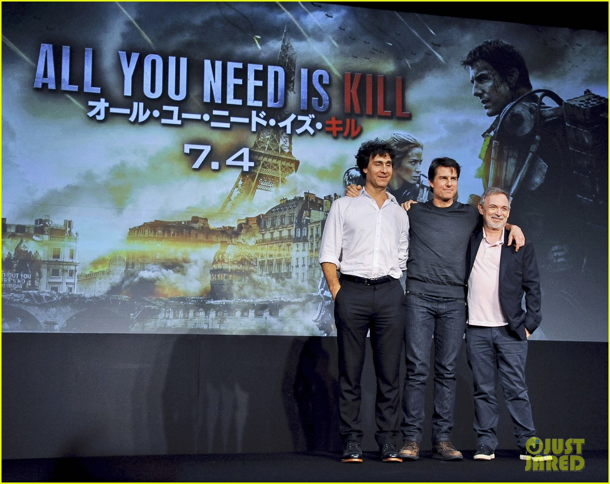 tom cruise joins edge of tomorrow director doug liman at tokyo press 073144573