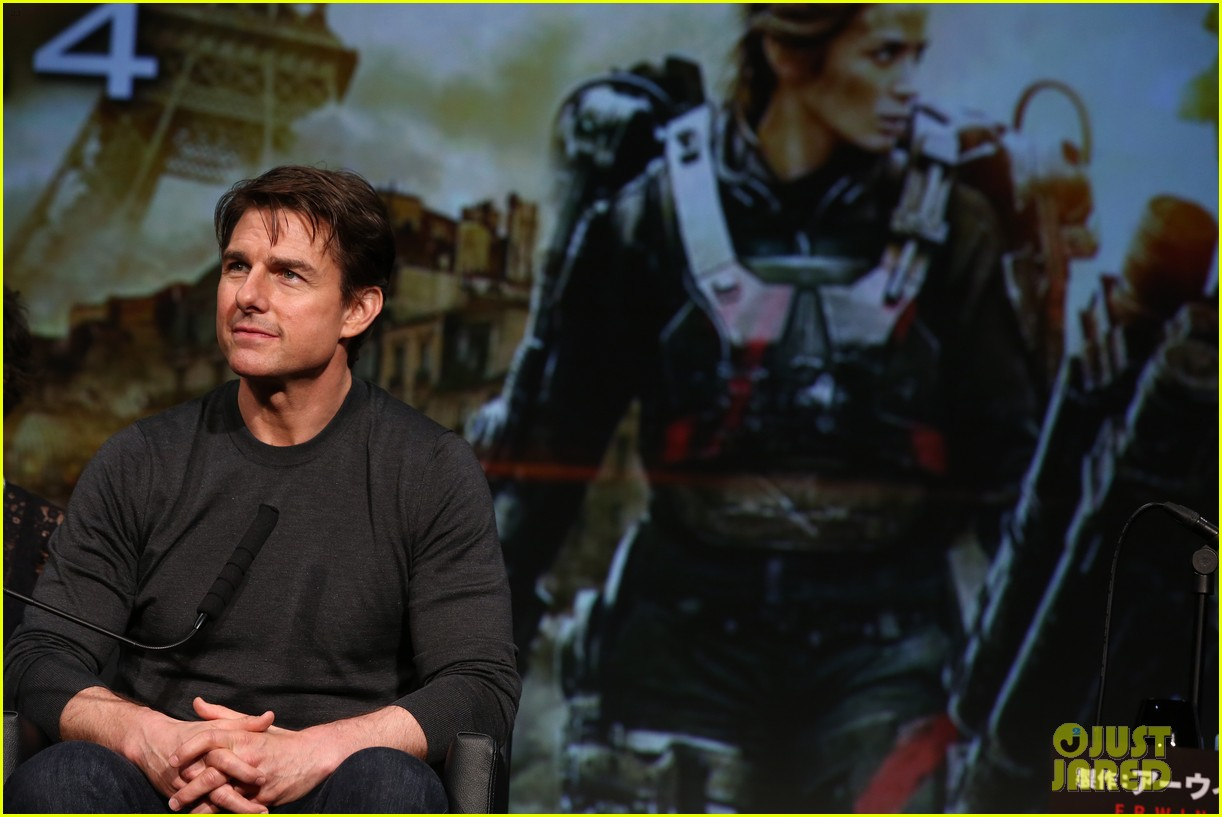 tom cruise joins edge of tomorrow director doug liman at tokyo press 083144574