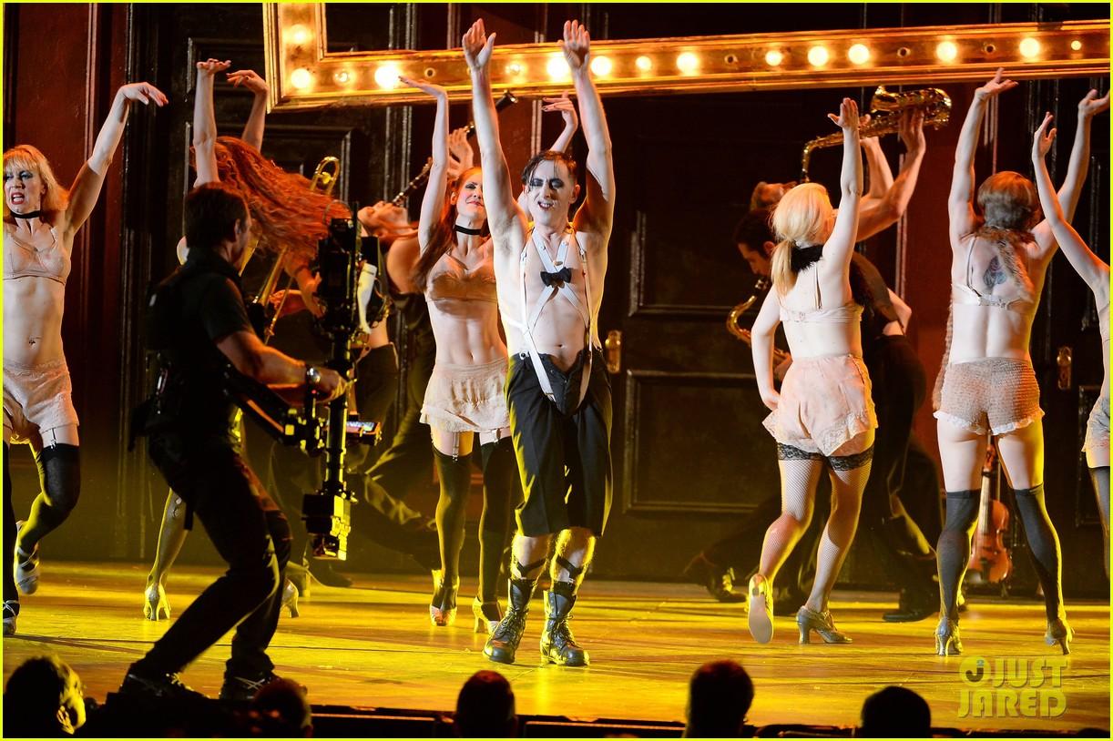 alan cumming cabaret cast perform at tony awards 2014 083131361