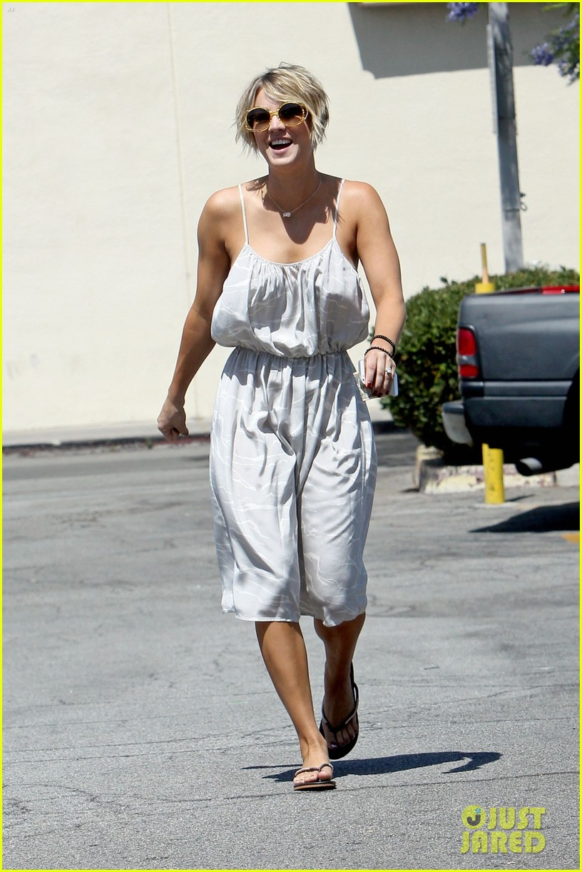 Kaley Cuoco Debuts Brand New Pixie Haircut Photo 3126150 Kaley