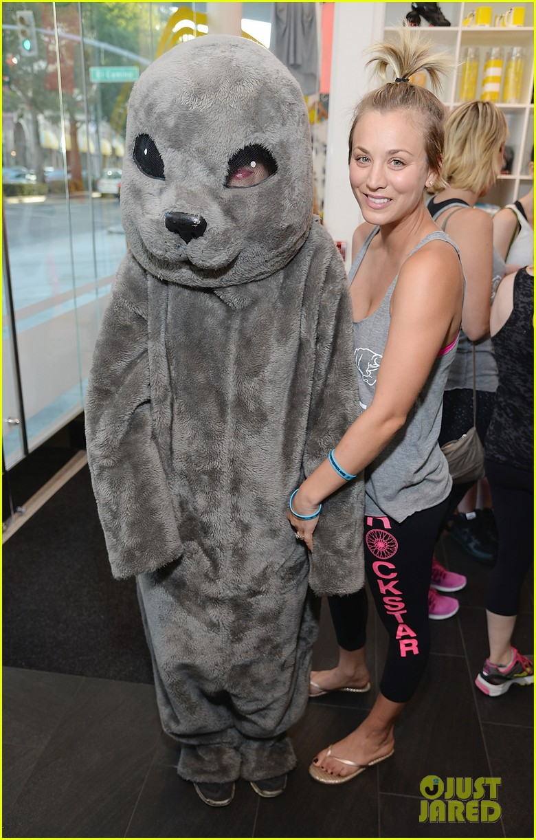 kaley cuoco works up a sweat at seals benefit 01