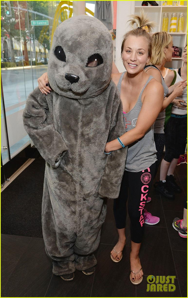 kaley cuoco works up a sweat at seals benefit 063143204