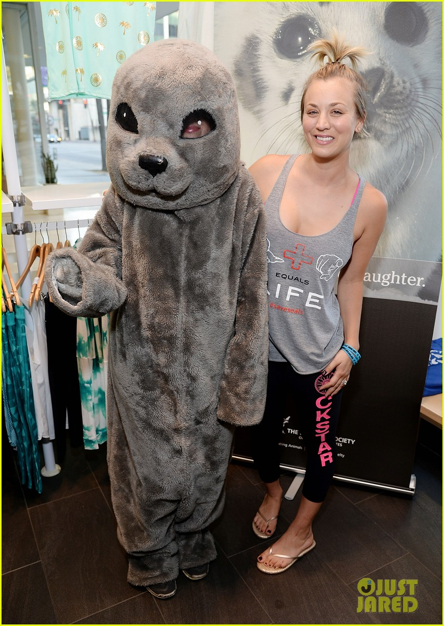 kaley cuoco works up a sweat at seals benefit 093143207