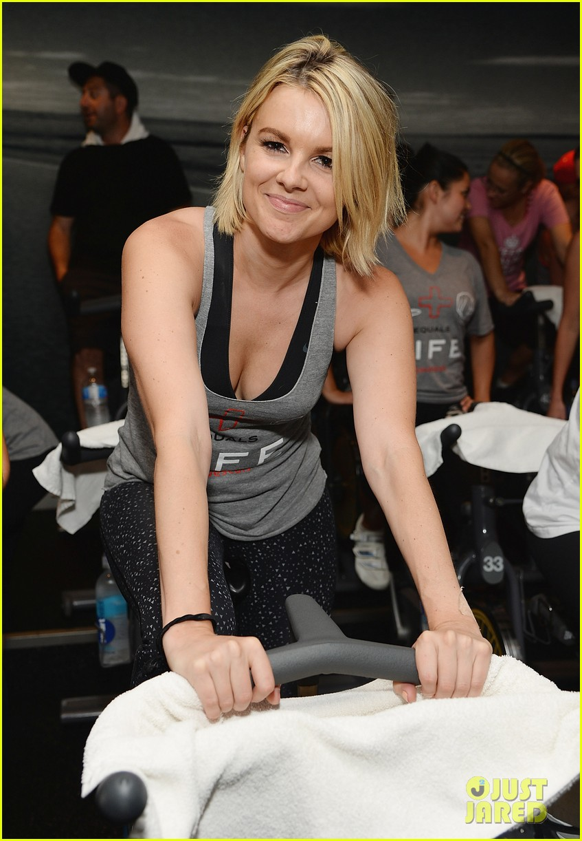 kaley cuoco works up a sweat at seals benefit 143143212