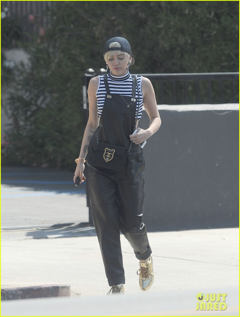 miley cyrus goes shopping after arriving home from europe 08