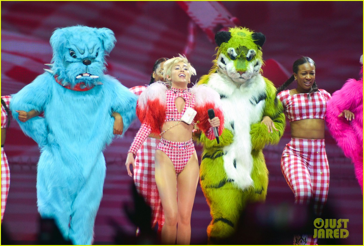 miley cyrus stop bullying love eachother belgium concert 173140616