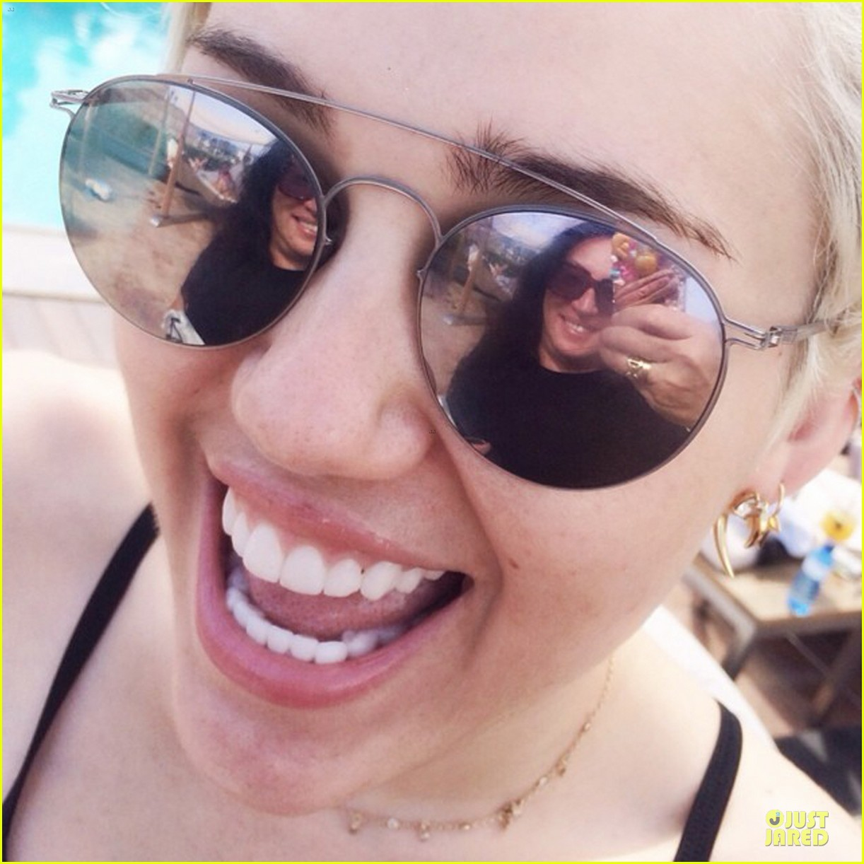 miley cyrus topless before her shower 013135739