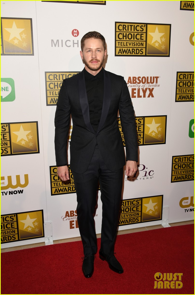 josh dallas colton haynes critics choice tv awards 2014 04
