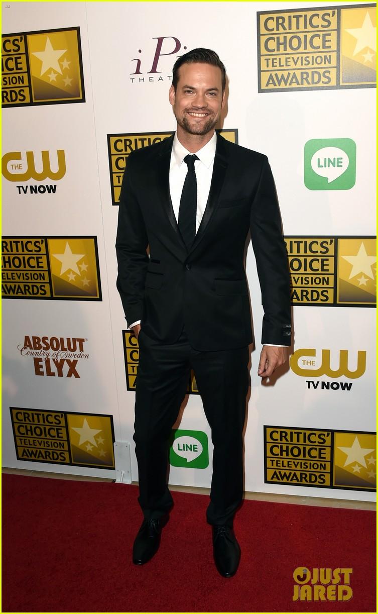 josh dallas colton haynes critics choice tv awards 2014 163139315
