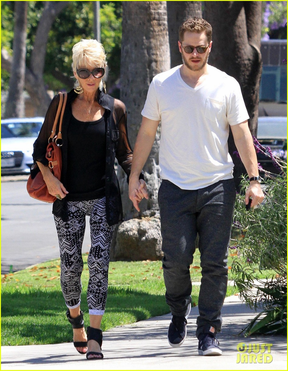 josh dallas holds his moms hand after baby oliver birth 073128608