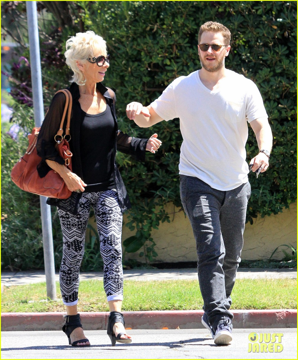 josh dallas holds his moms hand after baby oliver birth 123128613