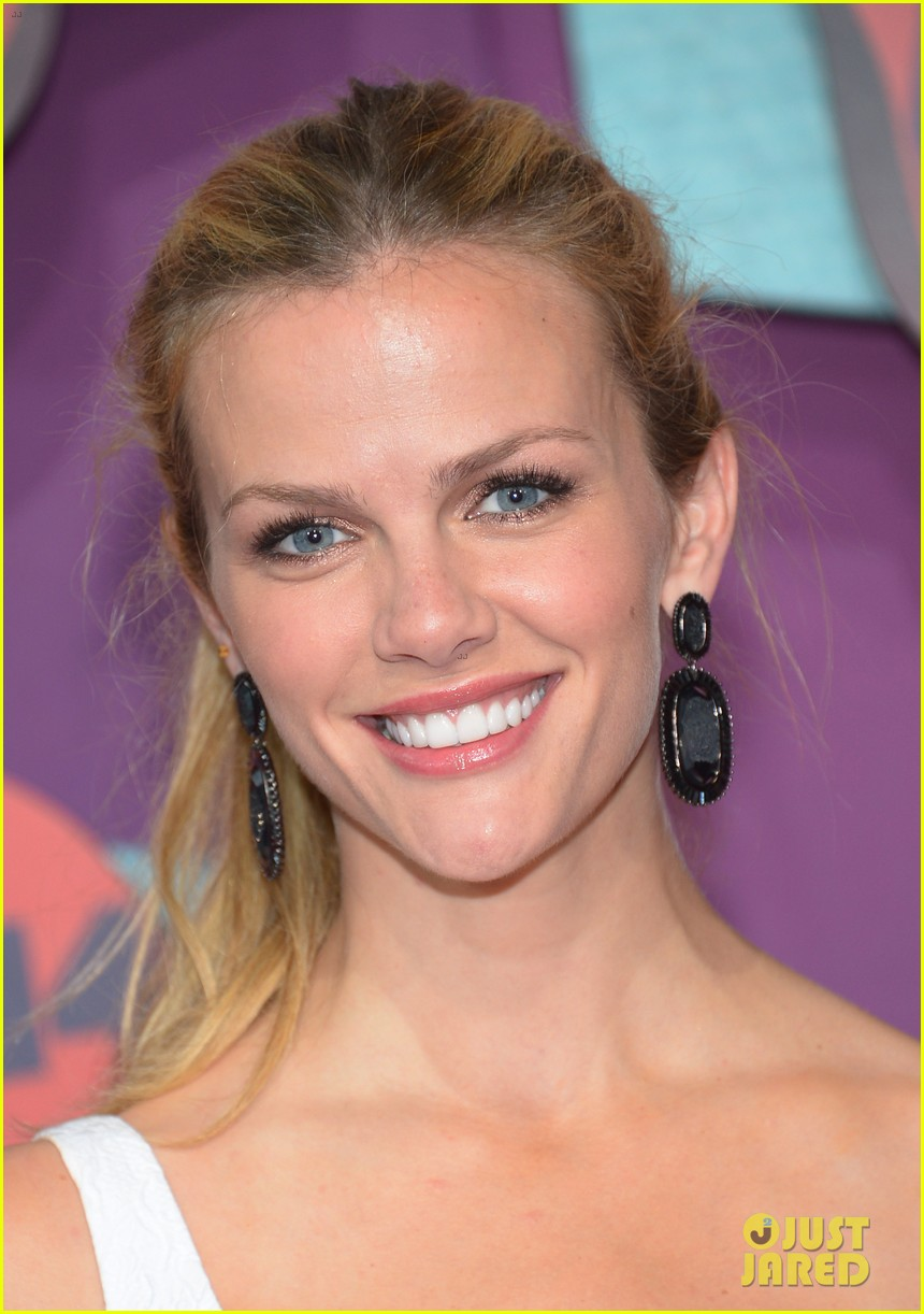 brooklyn decker cmt music awards 2014 04