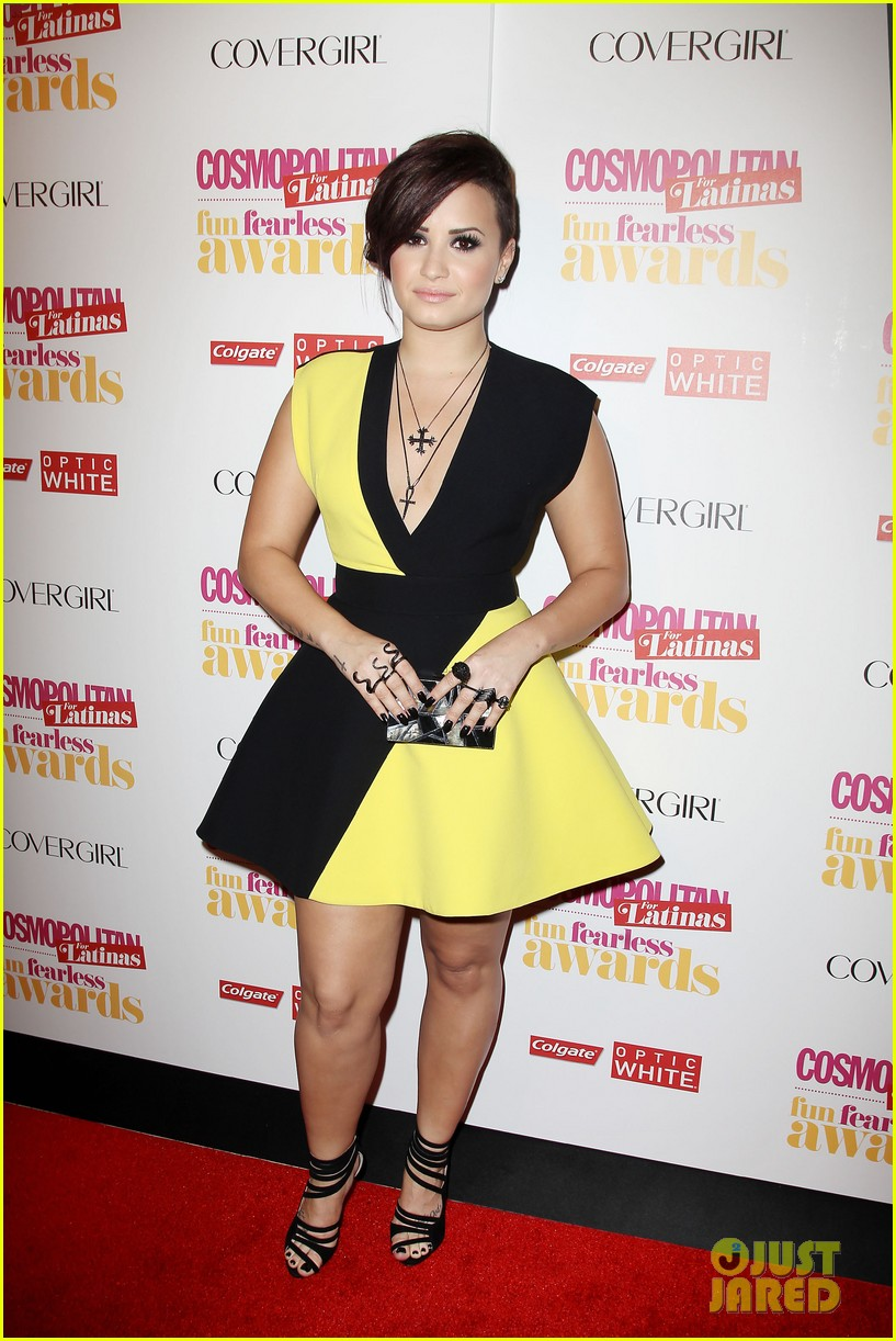 demi lovato fun fearless awards purple hair 123128433