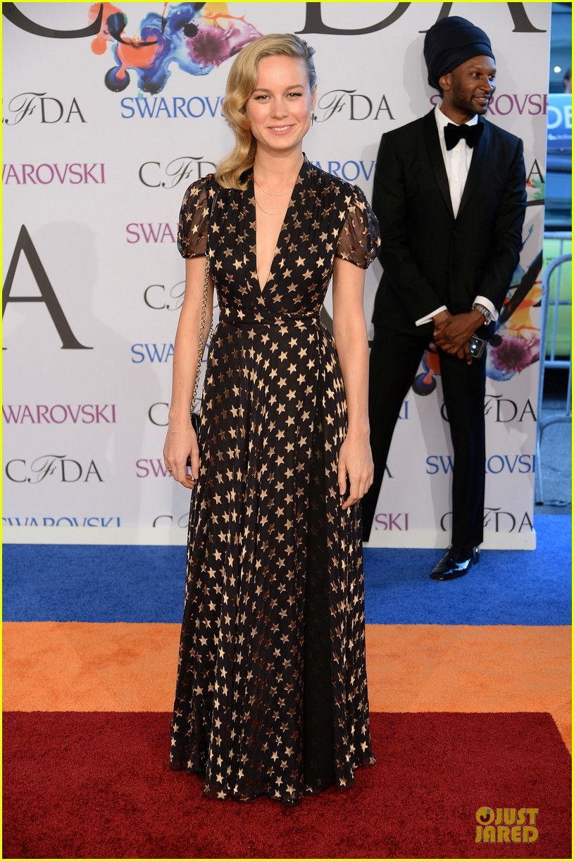 zoey deutch brie larson dressy cfda awards 2014 033127001