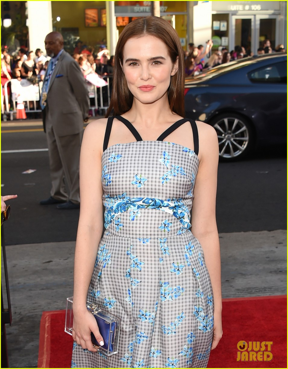 zoey deutch joins pitch perfect stars anna camp skylar astin at true blood 123137949