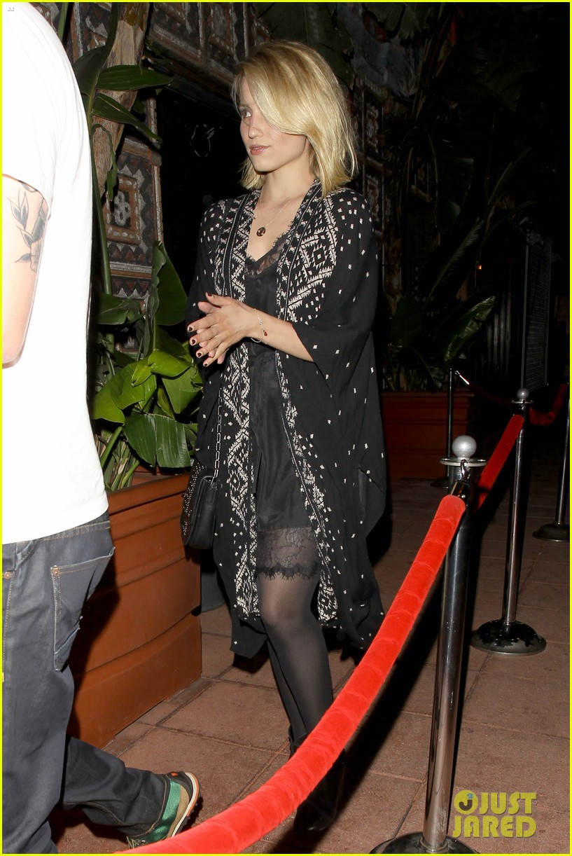 dianna agron jack white concert mystery man 12