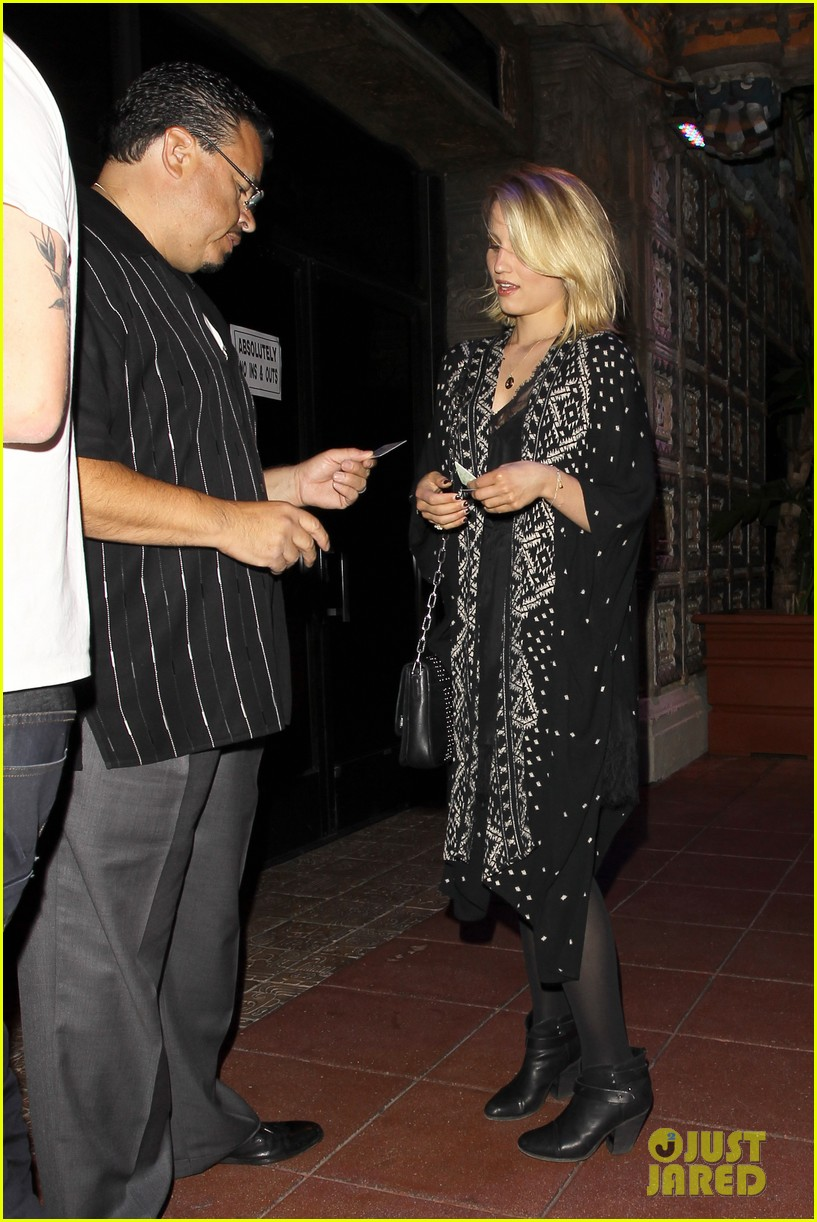 dianna agron jack white concert mystery man 13