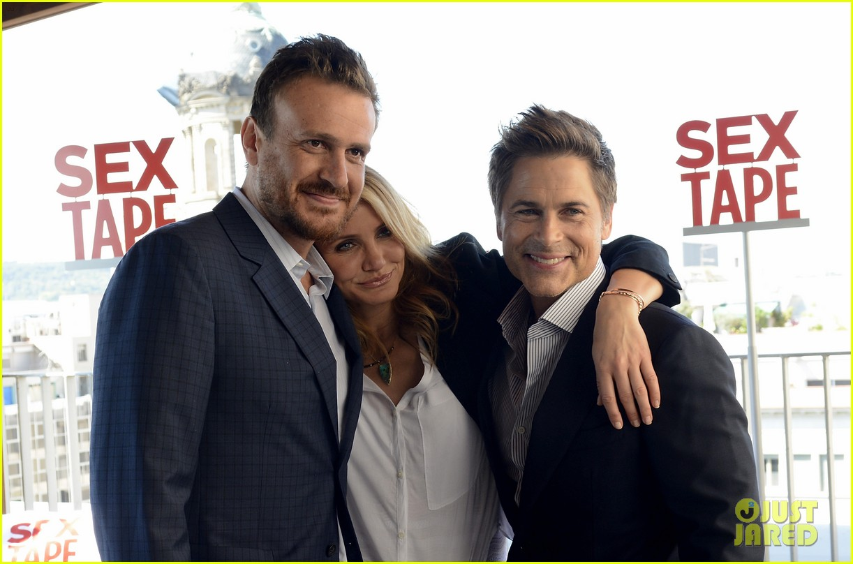 cameron diaz makes fabulous trio with jason segel rob lowe 053138938