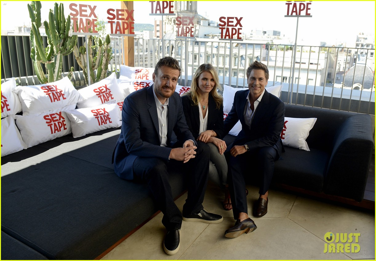 cameron diaz makes fabulous trio with jason segel rob lowe 06