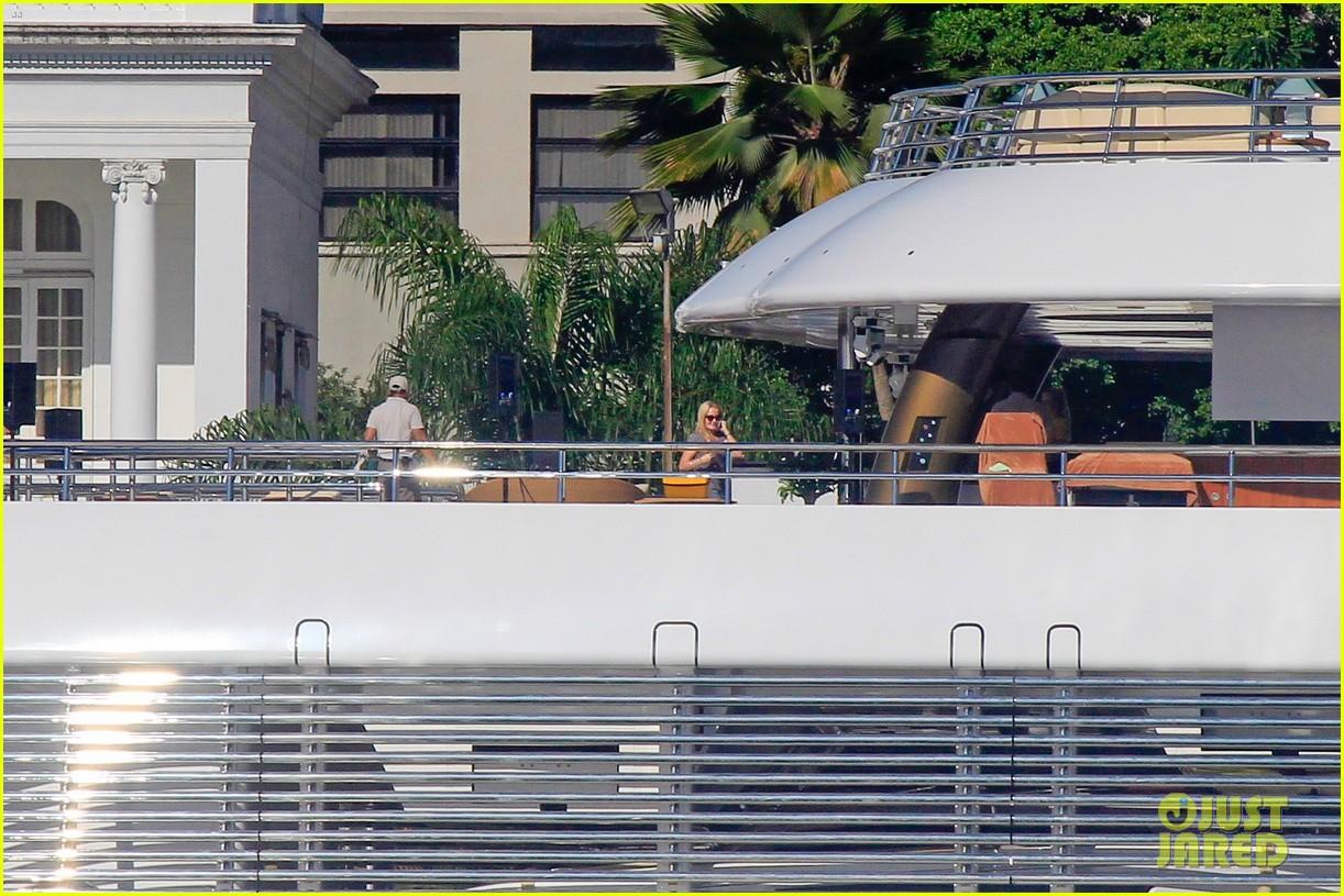 leonardo dicaprio luxury yacht world cup 093134147