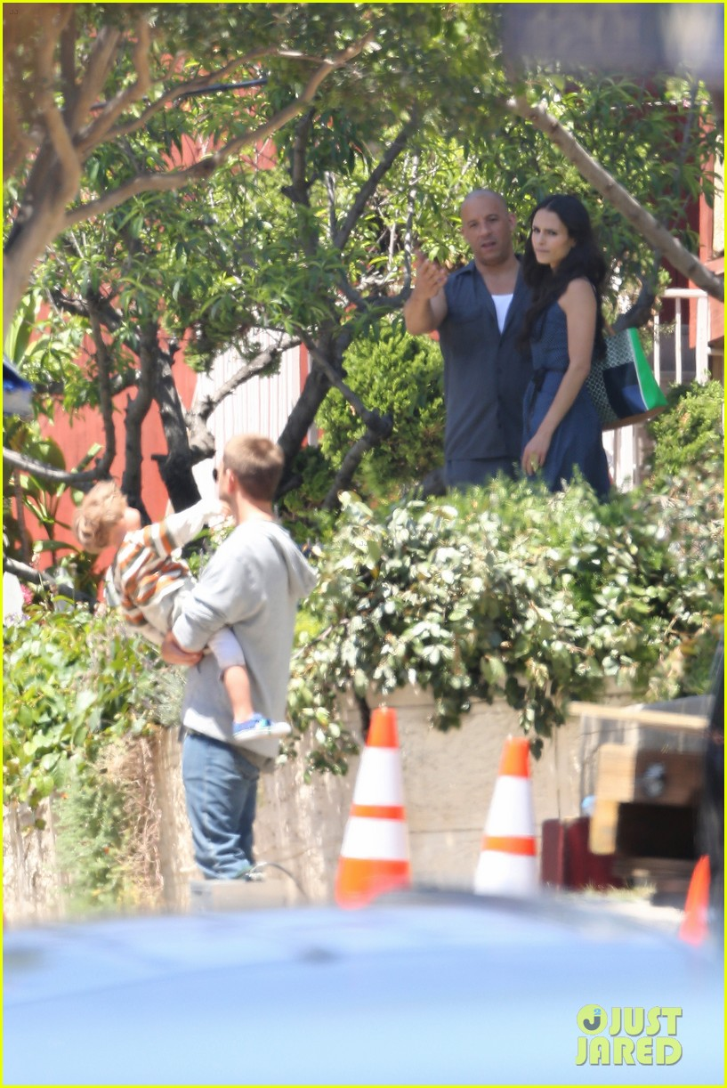 vin diesel gives jordana brewster huge hug for fast furious 7 023127415