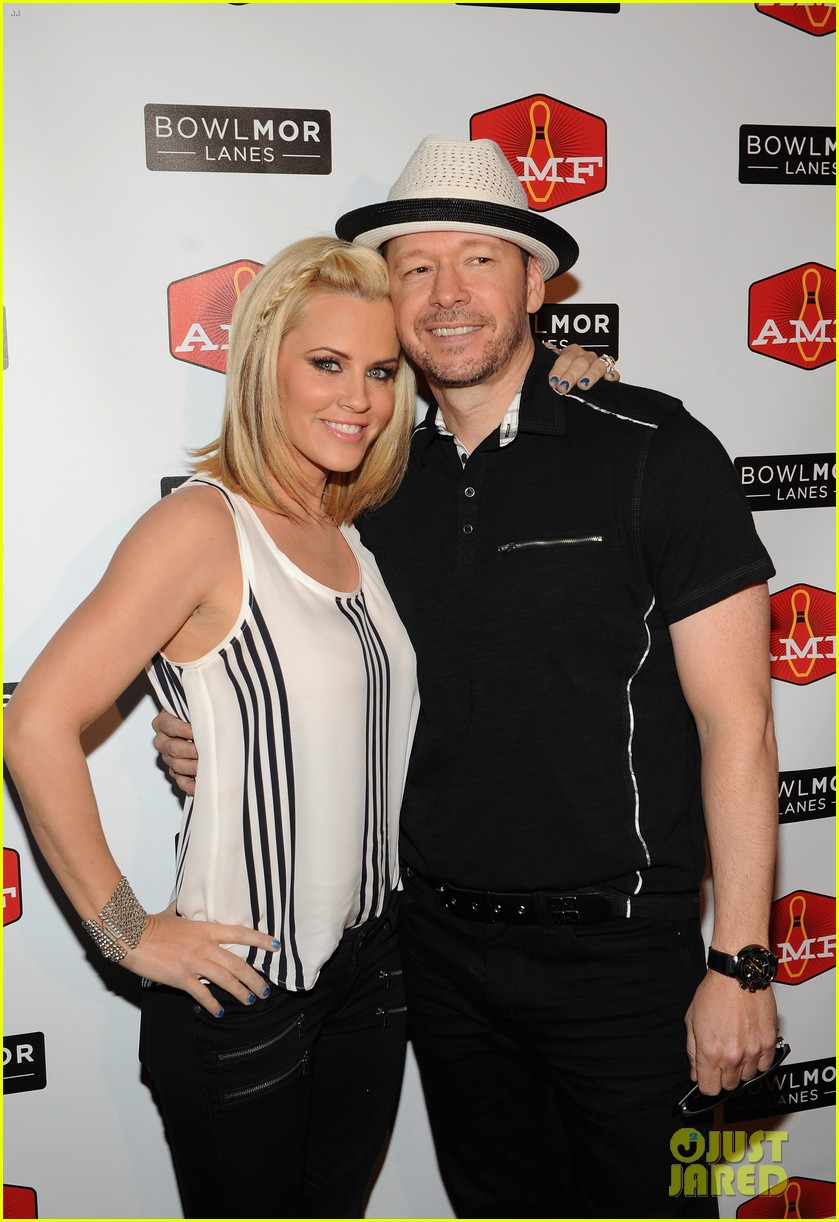 donnie wahlberg jenny mccarthy wedding will include their sons 033141088