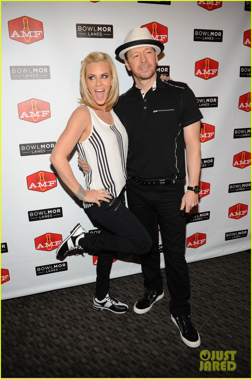 donnie wahlberg jenny mccarthy wedding will include their sons 053141090
