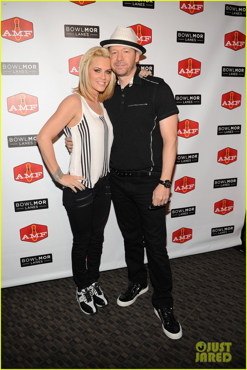 donnie wahlberg jenny mccarthy wedding will include their sons 103141095