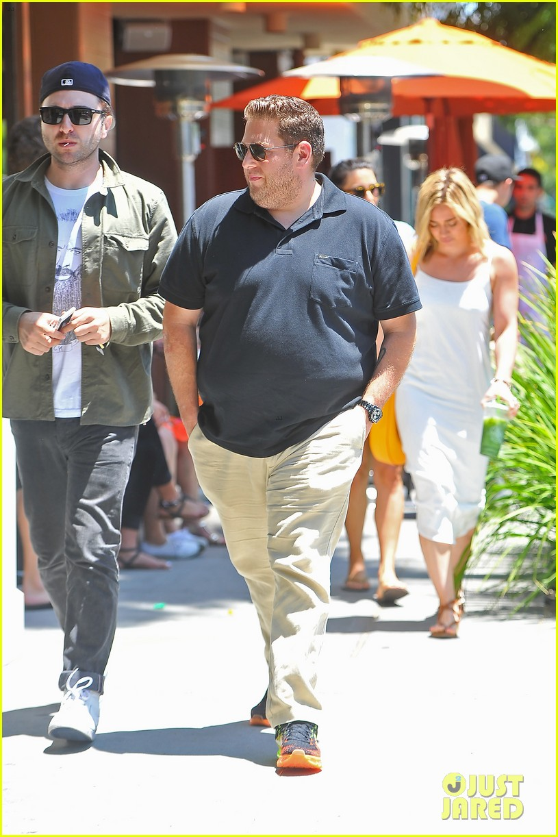 hilary duff cant seem to grab jonah hills attention 023147059